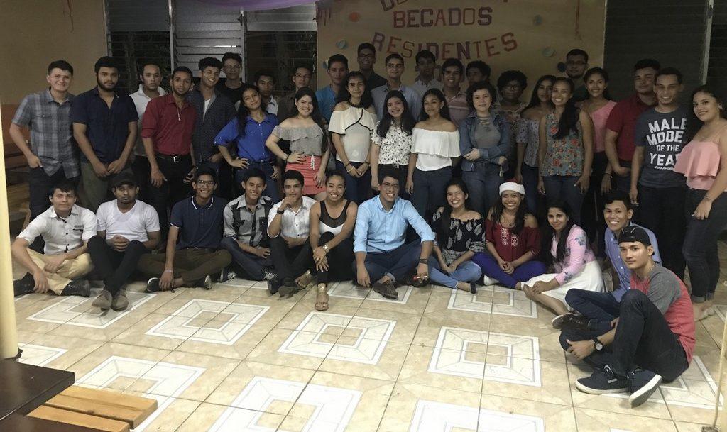 Fiesta Navideña Becados Residentes 2018
